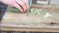 How to Chop a Spring Onion